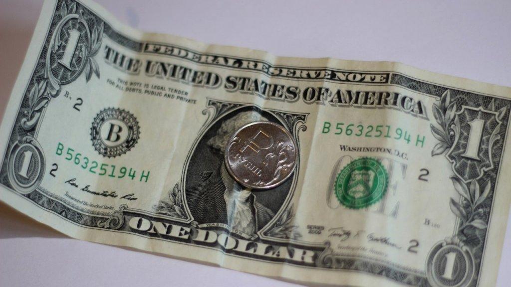 Курс доллара назавтра: ЦБустановил курсы валют на1сентября